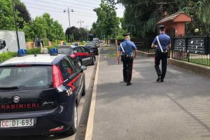 Uccide a coltellate moglie nel Milanese, preso