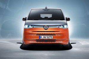 """Volkswagen Multivan: il """"pulmino"""" erede del T1 con motore ibrido plug-in"""