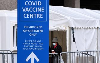 epa09001296 A Covid-19 vaccination centre in London, Britain, 10 February 2021. British Vaccines Minister Nadhim Zahawi has stated he was confident the NHS would be able to reach the target of immunising all those over the age of fifty by May. Some twelve million people across the UK have already received their first dose of a Covid-19 vaccine. EPA/ANDY RAIN