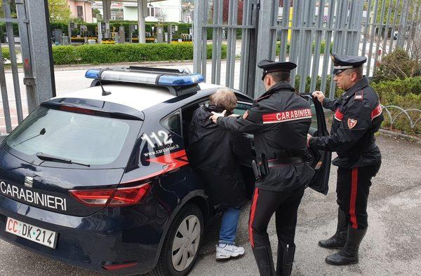 Giustizia, arriva l'arresto in flagranza per l'ex sotto casa