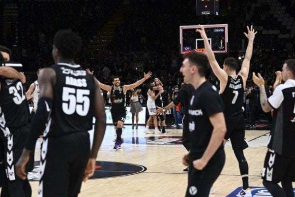 La rivolta dello sport contro il governo (Petrucci attacca Speranza)