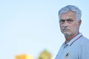 """Mourinho bacchetta i giocatori: """"Passano la notte a giocare a Fortnite, è un incubo"""""""