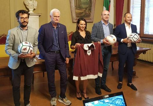 Da sinistra l'architetto Gherpelli, il dg della Reggiana Cattani, l'assessora Curioni, il sindaco Vecchi e il presidente Salerno