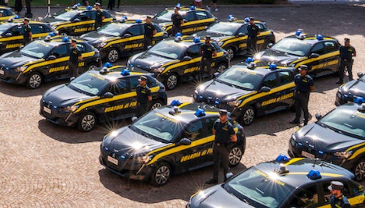 Nuova flotta di Peugeot e-208 Guardia di Finanza