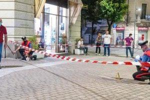 """Voghera, in un video, dopo lo sparo Adriatici dice al testimone: """"Hai visto? stava per darmi un calcio in …"""