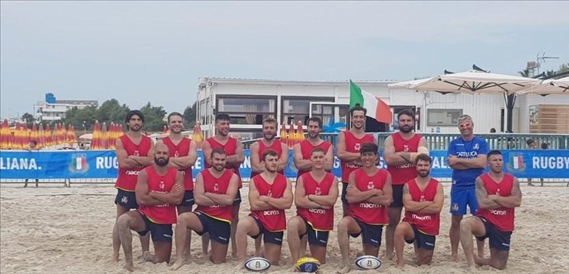 La nazionale italiana di beach rugby con i baresi Cuscito e Pastore