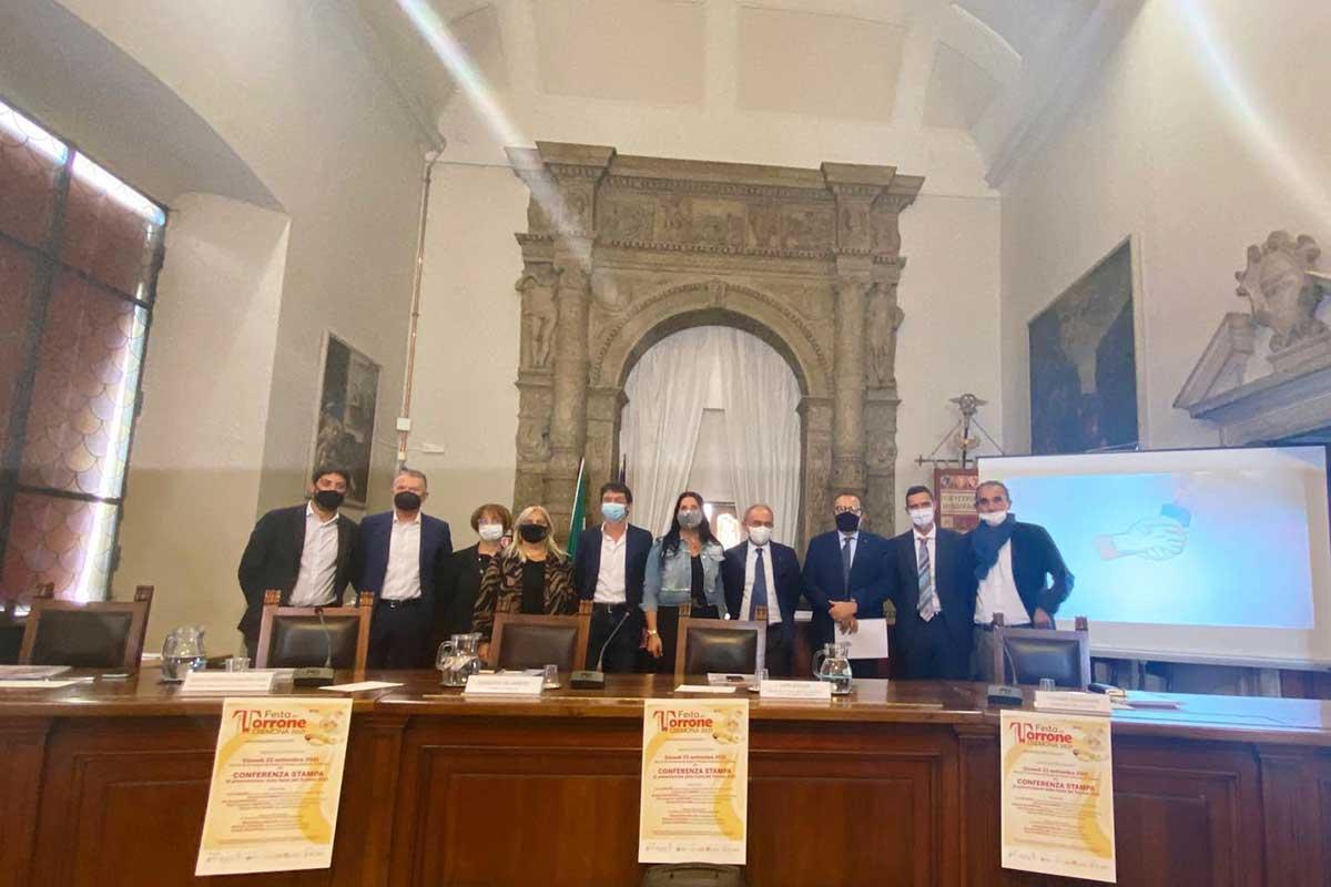 La presentazione dell'evento nella sala comunale di Cremona A Cremona si scaldano i motori per la Festa del Torrone