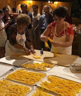 Gli stand gastronomici in piazza Garibaldi saranno curati dalle associazioni locali (foto di repertorio)