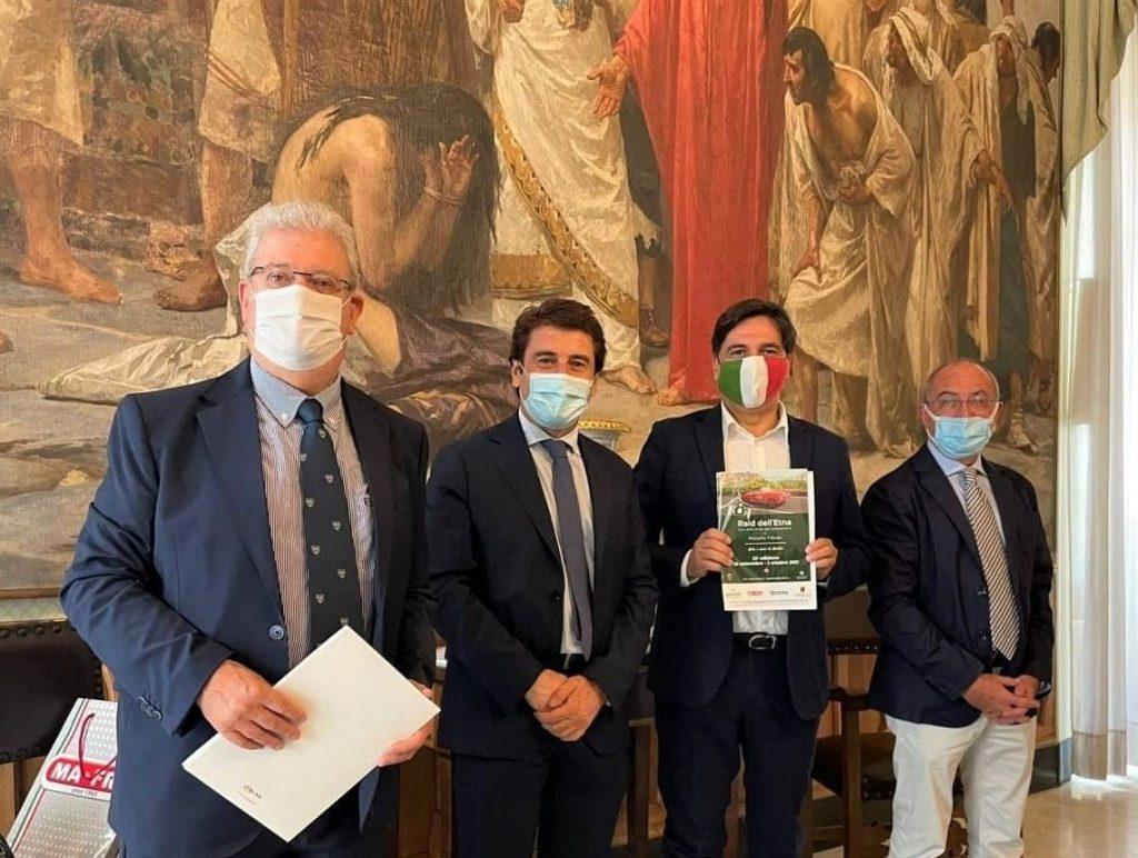 Salvo Pogliese durante la conferenza di presentazione del Raid dell'Etna