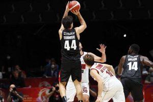 Basket, supercoppa: Milano prima finalista