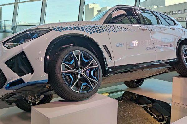 BMW sta stressando i suoi motori a idrogeno con le bombe a mano