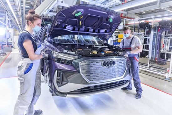Cosa accade ai lavoratori di un carmaker trasformato e senza più termici? In Audi riqualificazione e posti garantiti