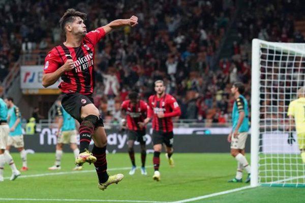 Il Milan aggancia l'Inter in testa: Diaz ed Hernandez stendono il Venezia