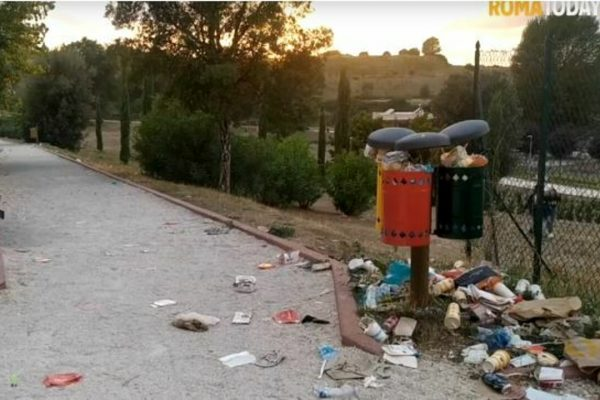 """Il parco di Ponte di Nona è pieno di rifiuti, il Comune: """"Azione dolosa volta a screditare l'operato dell'Amministrazione"""""""