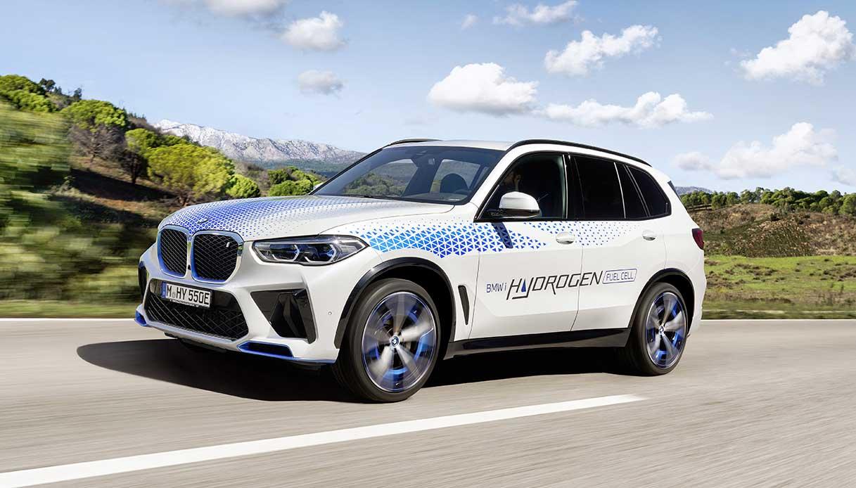 BMW iX5 Hydrogen è il primo SUV a celle di combustibile della casa bavarese