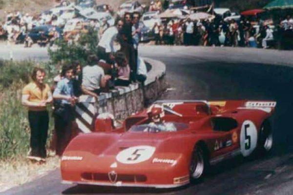 Lutto nel mondo dei motori, muore a 88 anni l'ex pilota siciliano Nino Vaccarella: vinse tre volte la Targa Florio