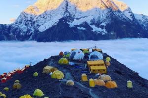 Manaslu (8.163 m): Sherpa in vetta! | MountainBlogMountainBlog | The Outdoor Lifestyle Journal