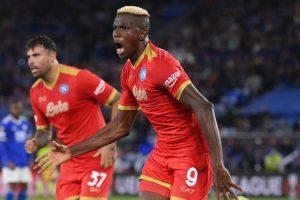 Osimhen è una furia e il Napoli non molla mai: a Leicester è 2-2