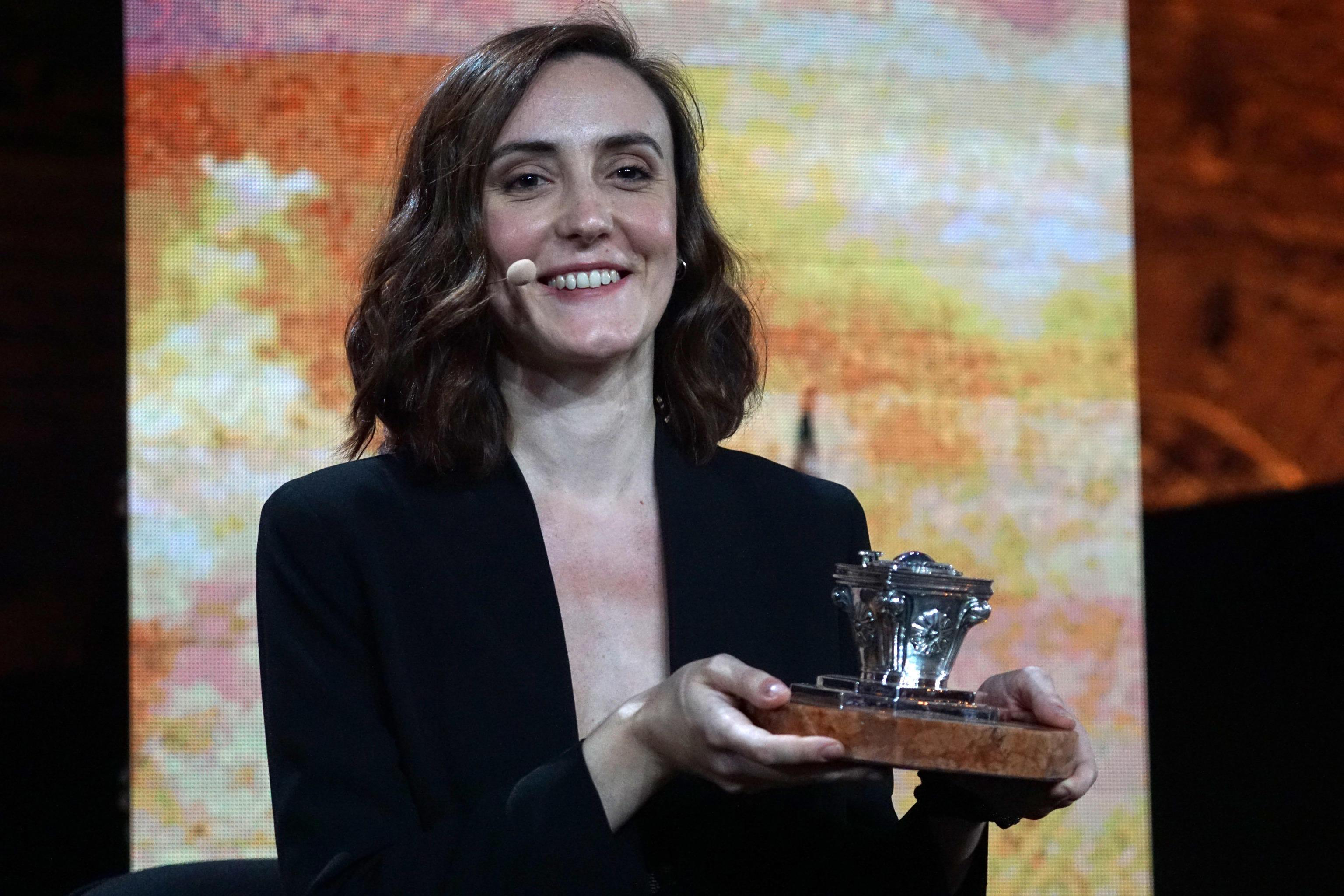 Giulia Caminito che ha vinto la 59/ma edizione del Premio Campiello con 'L'acqua del lago non è mai dolce' (Bompiani). La scrittrice ha avuto 99 voti sui 270 arrivati dalla Giuria Popolare di trecento lettori anonimi, all'Arsenale di Venezia, 04 settembre 2021. ANSA/ANDREA MEROLA