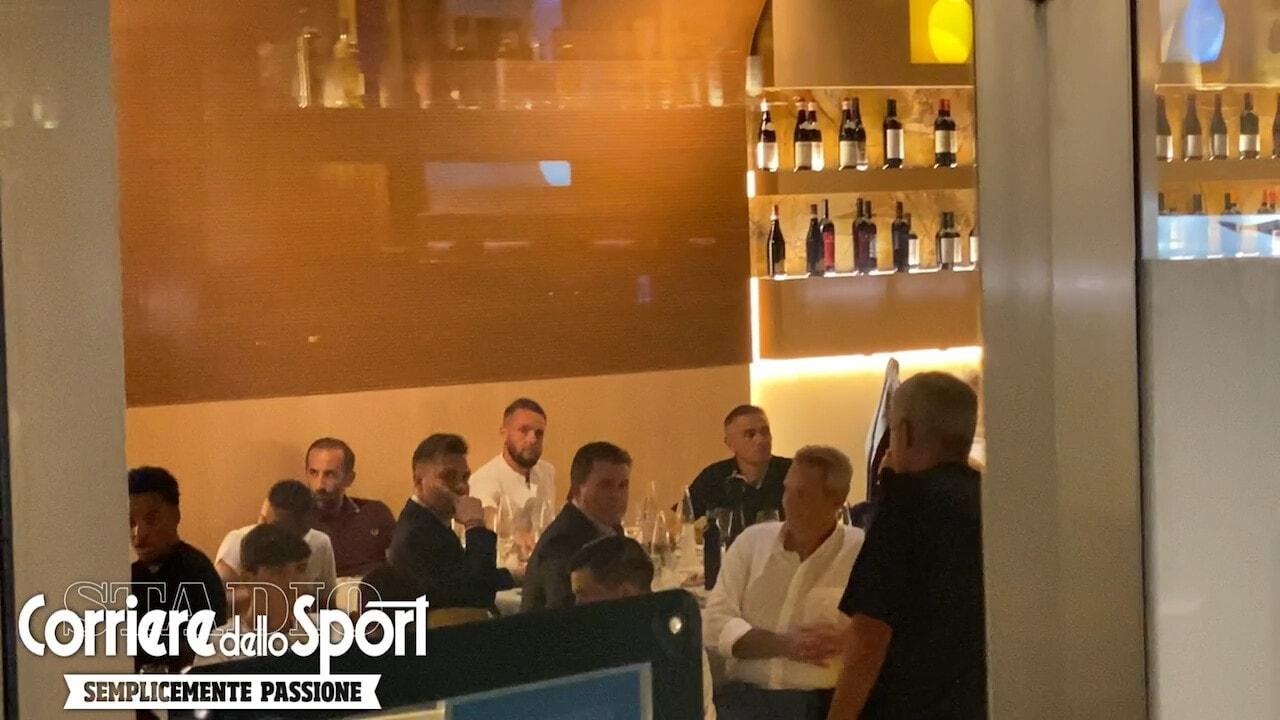 Roma, il discorso di Mourinho davanti ai Friedkin. Poi l'abbraccio a Pellegrini