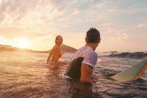 Surf, nuoto, diving: fare sport in acqua fa bene. Lo dice la scienza