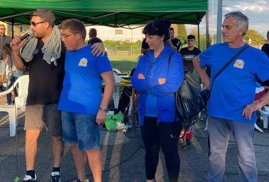 Nella foto gli organizzatori insieme agli esponenti e ai giovani dell'associazione 'Più felice', che si occupa di maggiorenni con disabilità