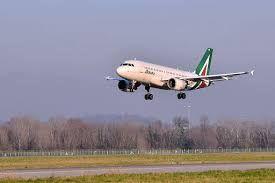 Alitalia, la compagnia spegne i motori dopo oltre 74 anni