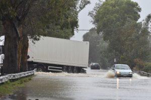 Alluvione a Catania, soccorsi famiglie e automobilisti. Allagato il Garibaldi di Nesima. Acqua alta in via Etnea e alla Circonvallazione