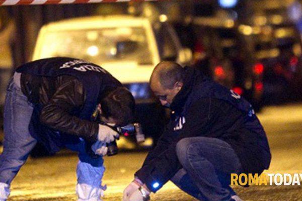 Spari contro un'auto a Tor Bella Monaca: si segue la pista della vendetta